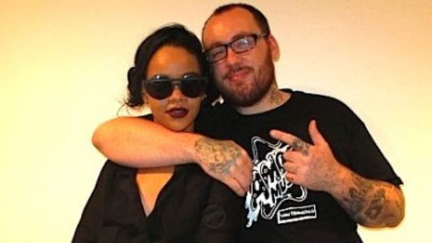 Rihanna-With-Tattoo-Artist-Bang-Bang-Who-Did-Her-FalconTattoo-e1340067461768-1