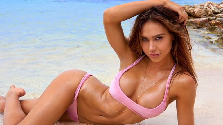 Sports Illustrated Model Alexis Ren Tattoos a GUN on Her Finger