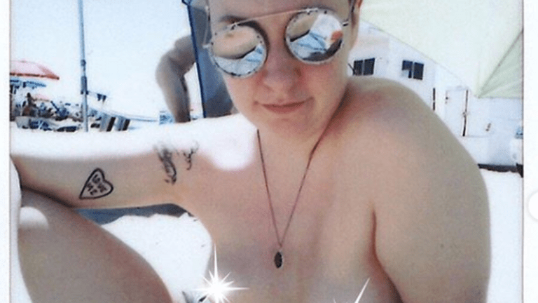 Lena Dunham Gets Ink To Celebrate Her Sobriety