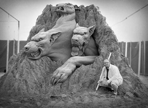 We wouldn't want to mess with Cerberus, even in sand form. Sculpture by Andy Bergholtz for Sultans of Sand World Wide.