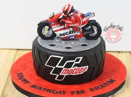 Faradys Cake created this masterpiece for an avid race fan.