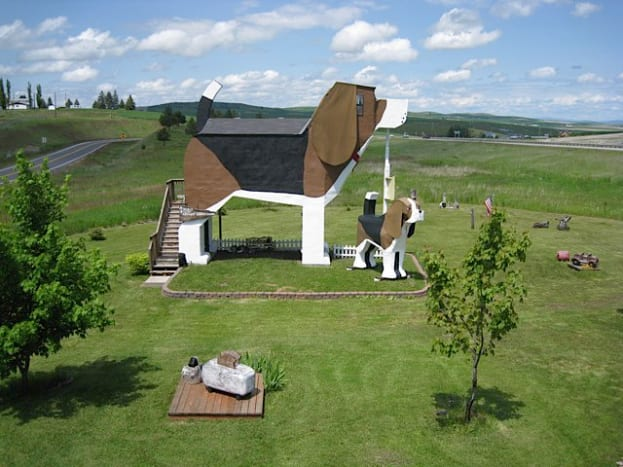 Dog Bark Park Inn Located in Central Idaho, this hotel was built by a married couple that are considered to be professional wooden dog carvers (because that's a thing). Of course, theywelcome your pets to accompany you during your stay.