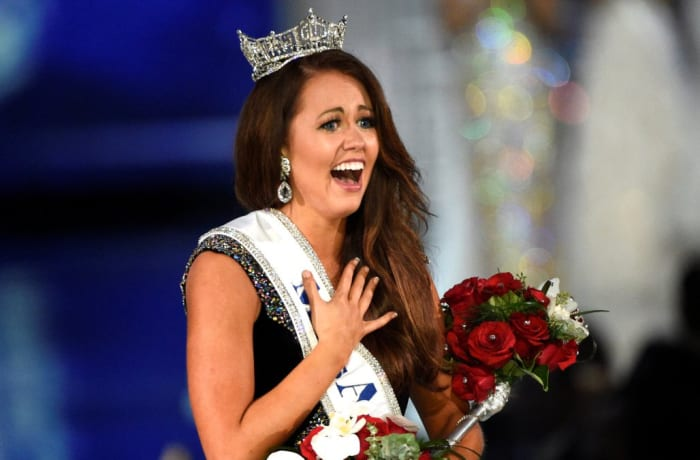 Miss North Dakota Cara Mund reacts after being announced as the winner of the Miss America competition in Atlantic City, New Jersey, U.S. September 10, 2017.  REUTERS/Mark Makela