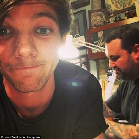 """(Louis Tomlinson getting tattooed by Erik Gillespie back in December 2015.Photo: Louis Tomlinson/Instagram) Louis Tomlinson's ass tattoo was done way back in December 2015, but the singer didn't reveal at the time what design he had inked on his derriere, though it seemed plausible that he opted for the same tattoo as the brother of his girlfriend at the time, Danielle Campbell. According to reports, Tomlinson stopped in Chicagoto see Campbell and her family before flying back to the UK for the holidays, and the singer somehow ended up on a table at Great Lakes Tattoo with his pants down. The singer never officially revealed what tattoo he got on his ass, but he did post an Instagramphoto of tattoo artist Erik Gillespieworking on his butt cheek, with the caption, """"Soooooo this happened"""" and a peach emoji. However, Johnny Campbell, took to Snapchat to proudly show off the tattoo of a cartoon penguin waving that he had inked on his ass, and posted another Snapchat of Tomlinson getting his own ass tattoo, including the revealing caption, """"twinning."""""""