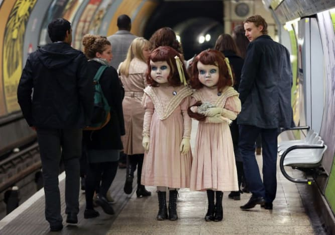 Photo via ThorpeparkThe dolls were seen waiting for the train at the Charing Cross station.