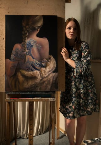 Agnieszka Nienartowicz is a hyperrealism painter based in Cracow, Poland.