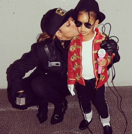 After seeing this awesome picture of Beyonce and Blue Ivy as Janet and Michael Jackson we really hope that Jay-Z was dressed as Tito.
