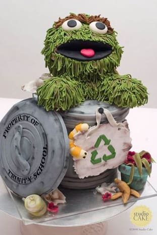 Oscar wants you to recycle, the garbage can is his home after all. Cake by Studio Cake