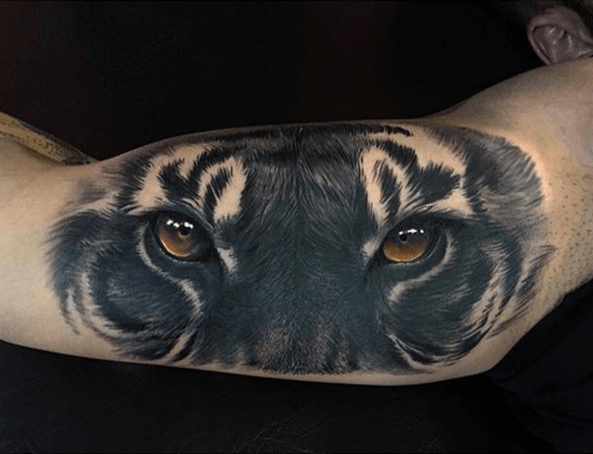 Now THAT is the Eye of the Tiger. Tattoo by Jumilla Olivares