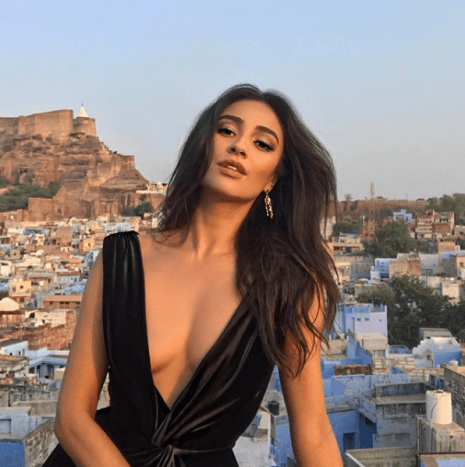 Meet actress, model, and YouTuber Shay Mitchell.