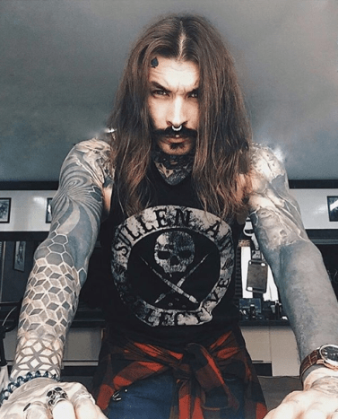Photo via @crow_of_spadesThis tattoo model and beard enthusiast is giving us major Johnny Depp vibes.