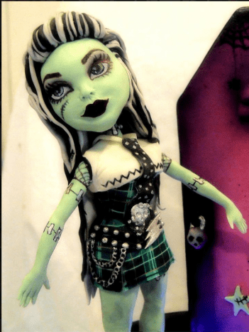"Brilliant Monster High cake by Cake Rhapsody. ""up close of Frankie Stein she is made of gumpaste, fondant, and some details are royal icing."