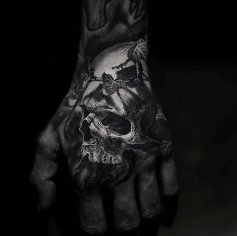 Tattoo @stefanoalcantaraNo matter which way you turn it, hand tattoos are a huge commitment. Unless you're inking your face, they're the most visible part of your body to modify. Therefore, if you're hesitant to get a hand tattoo because you're afraid of the consequences, it's best to wait it out.