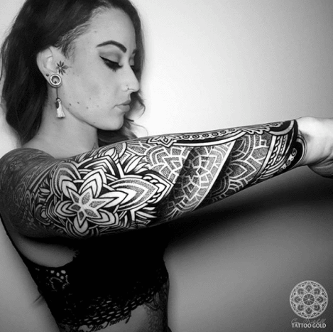 Gorgeous geometric sleeve by @coenmitchell