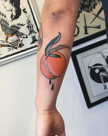 Tattoo by @yatabachinThat's one juicy peach.