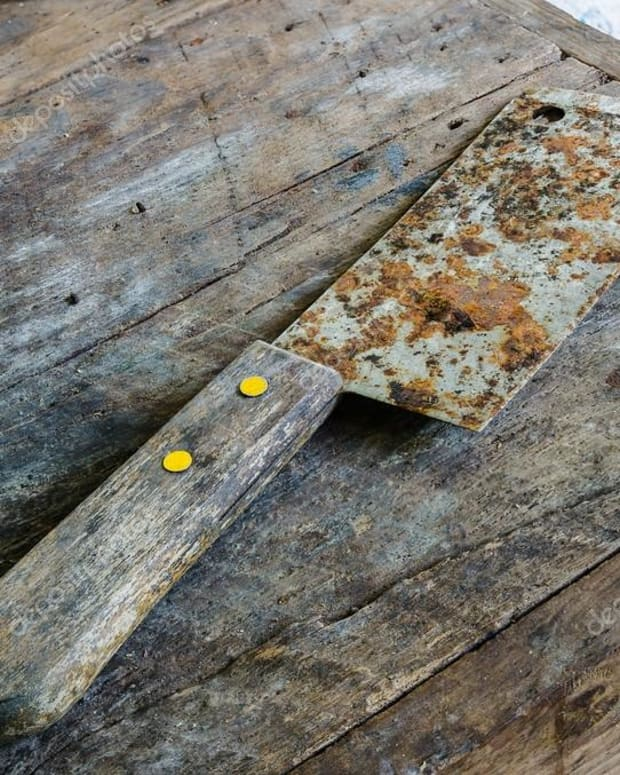 depositphotos_33212763-stock-photo-old-rusty-kitchen-knife-on