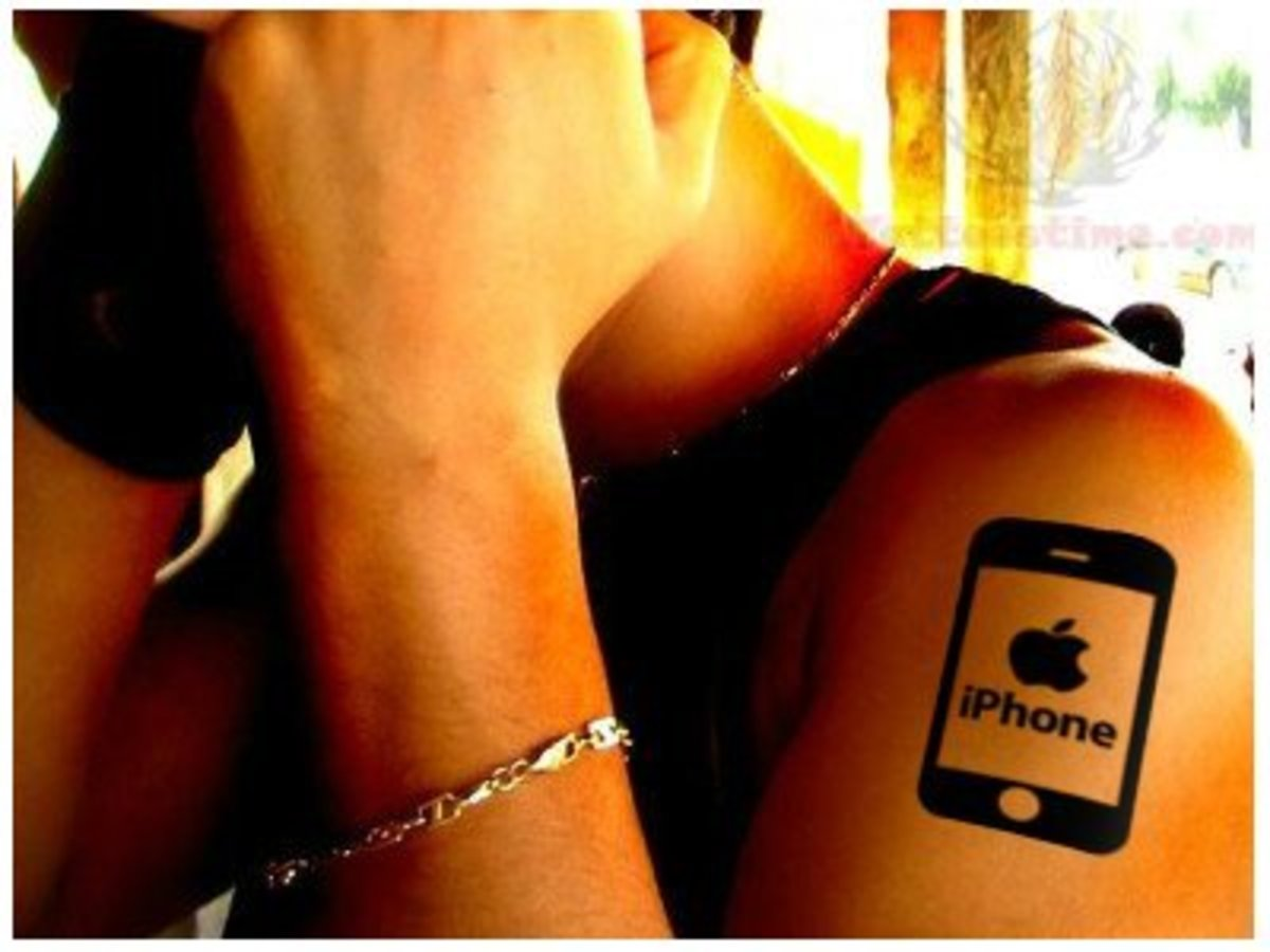 Iphone-Apple-Logo-Tattoo-Design-On-Men-Shoulder