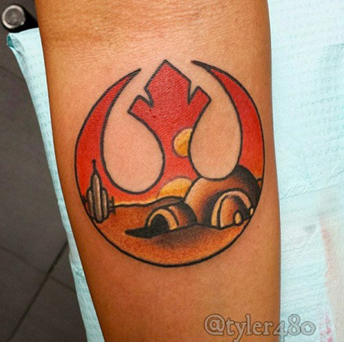 A rebel alliance/Tatooine piece by Nealeigh.