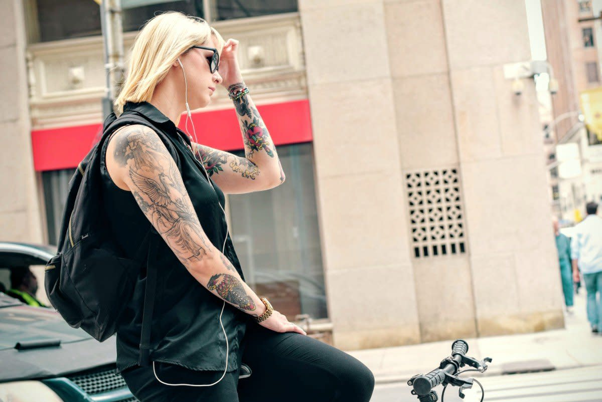 bicycle_bike_cyclist_girl_headphones_lady_music_tattoos-1087000
