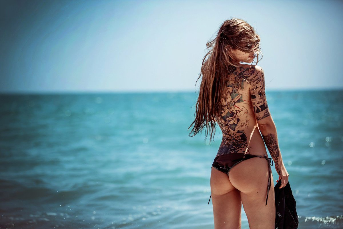 Hot-Tattoo-Art-Girl-on-Beach-Wallpaper-PIC-WSW3095193