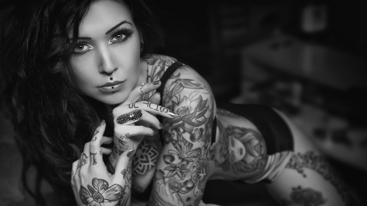 Tattooed-Women-Wallpaper-14