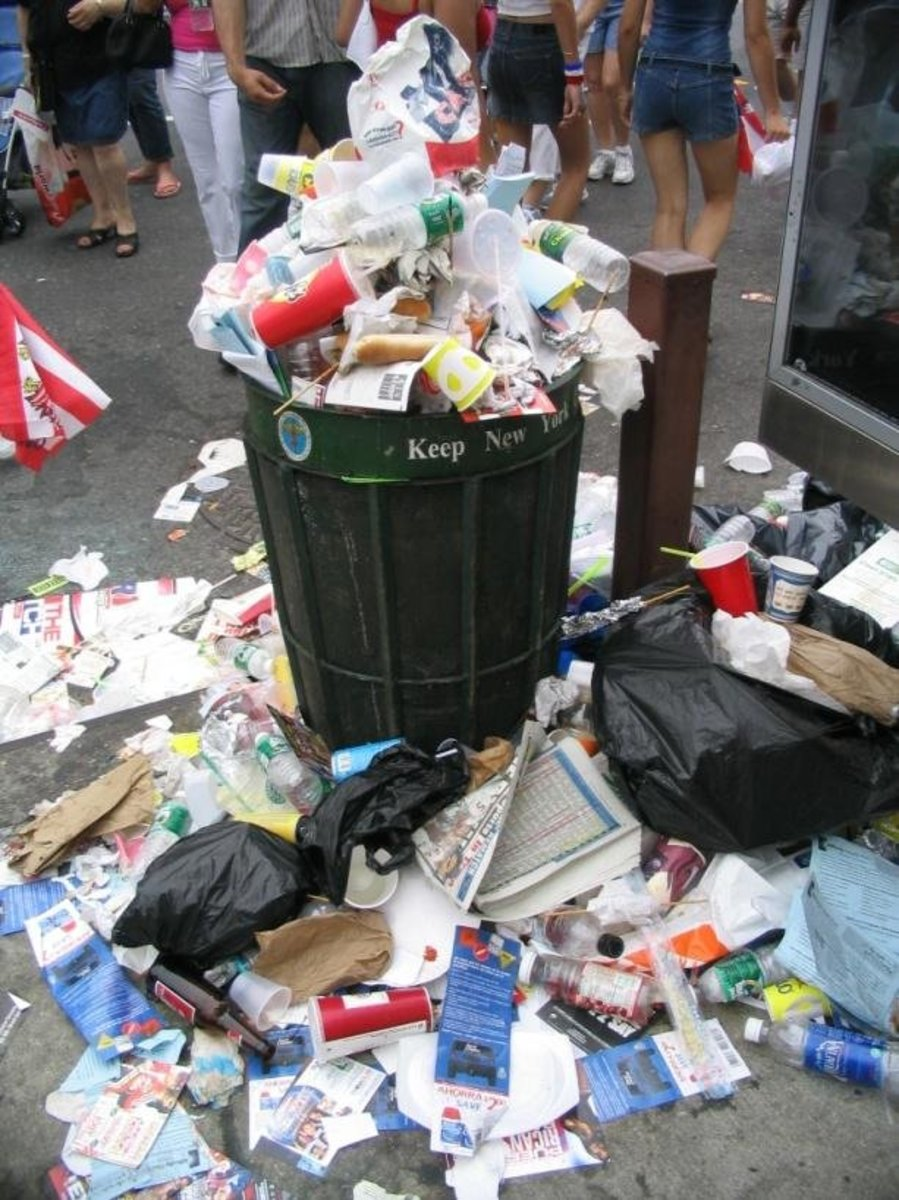 A-trash-can-overflows-with-garbage-during-the-2005-116-th-Street-Festival