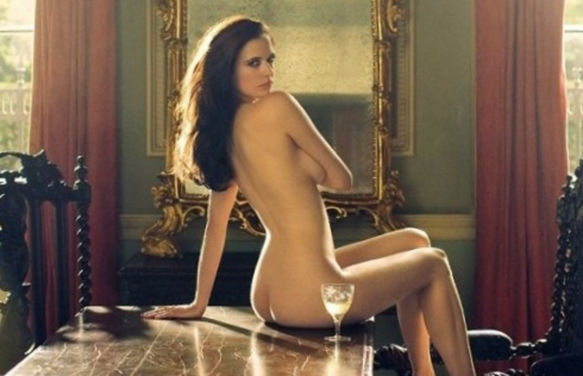 French starlet Eva Green goes nude in 300: Rise of an Empire, a companion film to the Zack Snyder-directed blockbuster 300. The scene is dirty-hot,