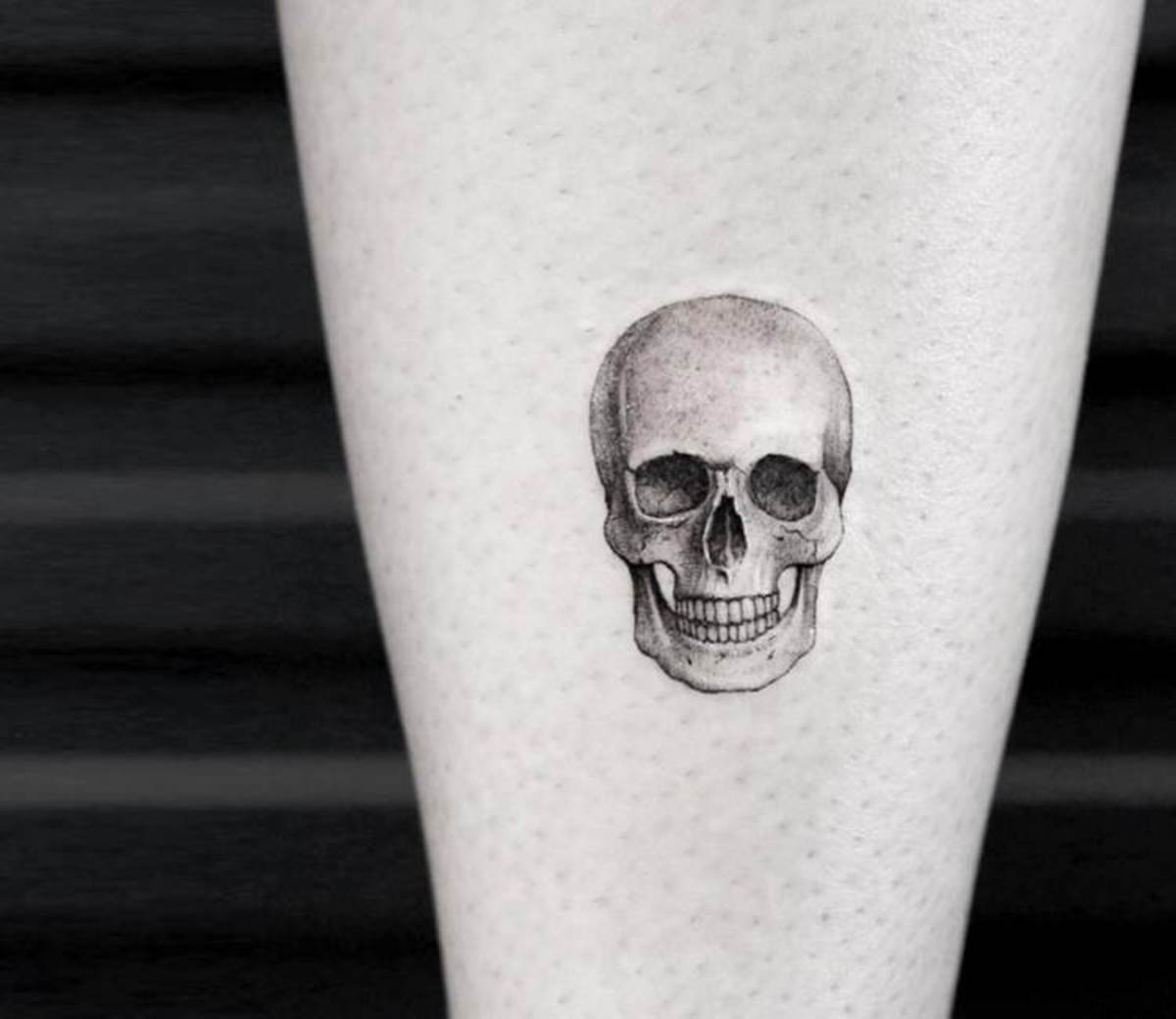 artist--mr-k-tattoo--small-skull-tattoo_17138125342