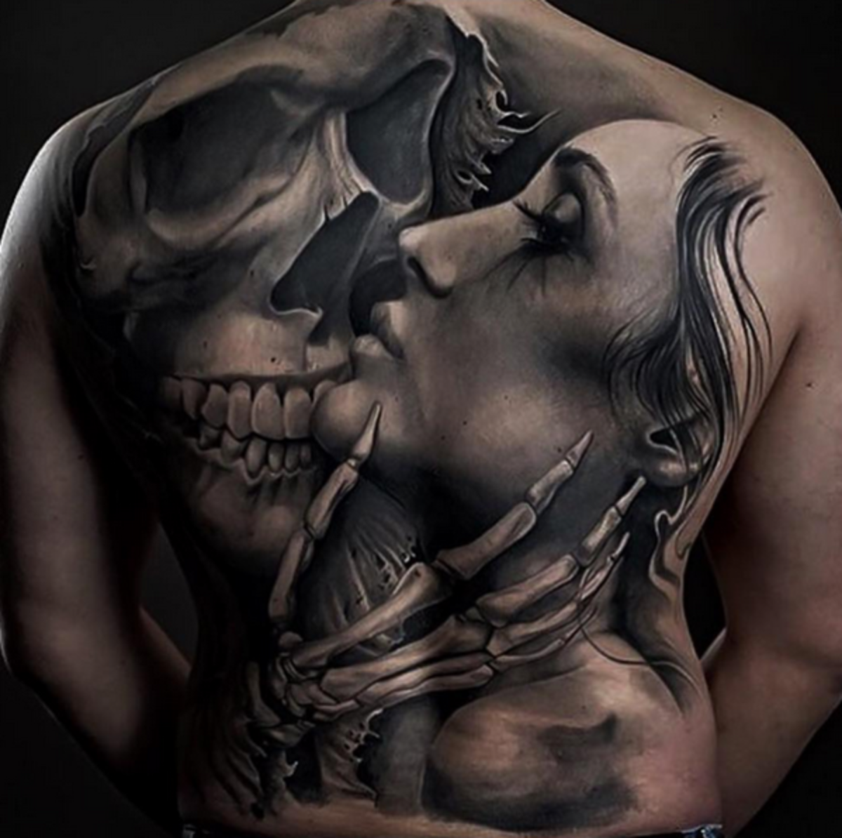 back-romantic-skull-tattoo