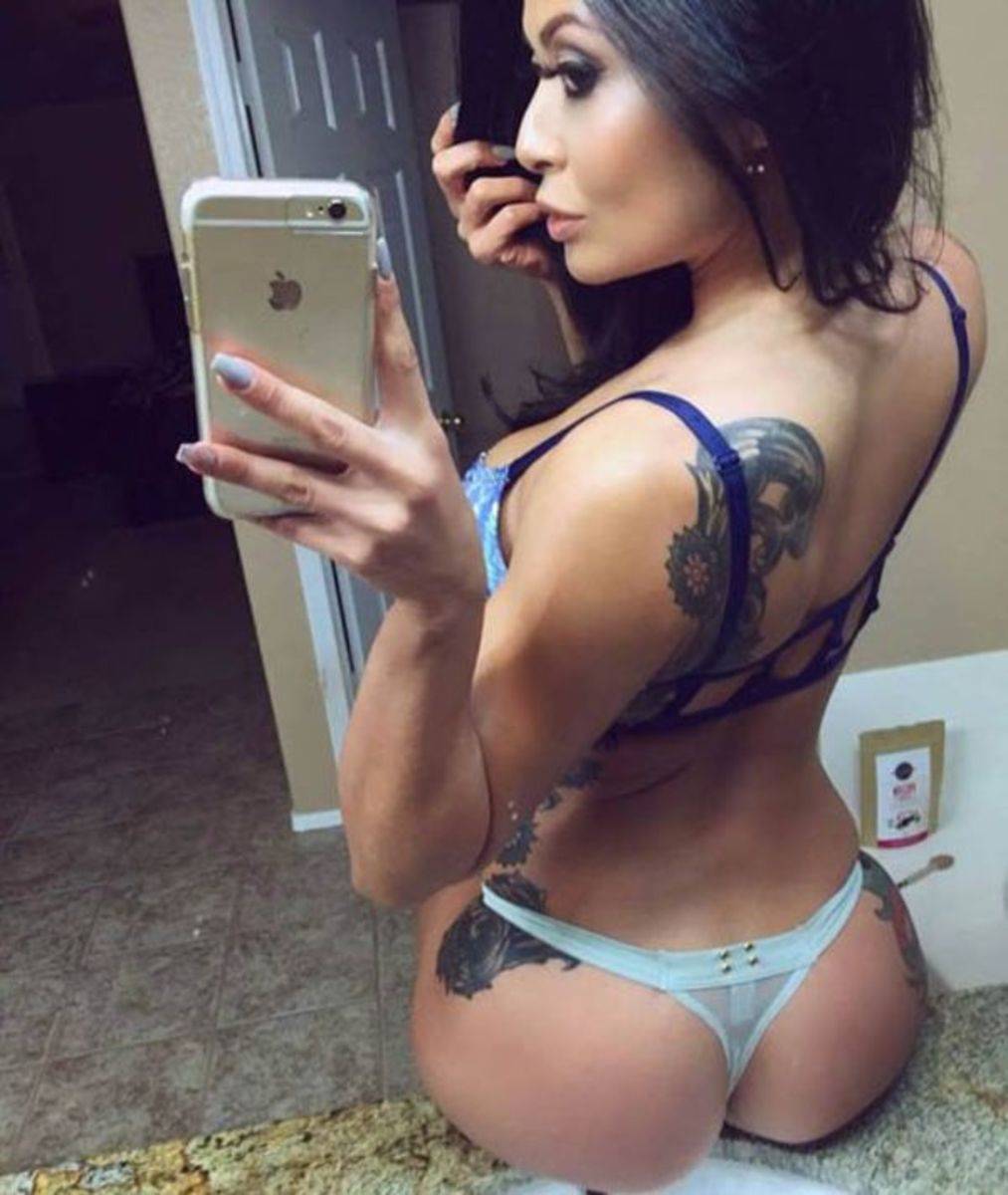 selfies-of-inked-girls-10
