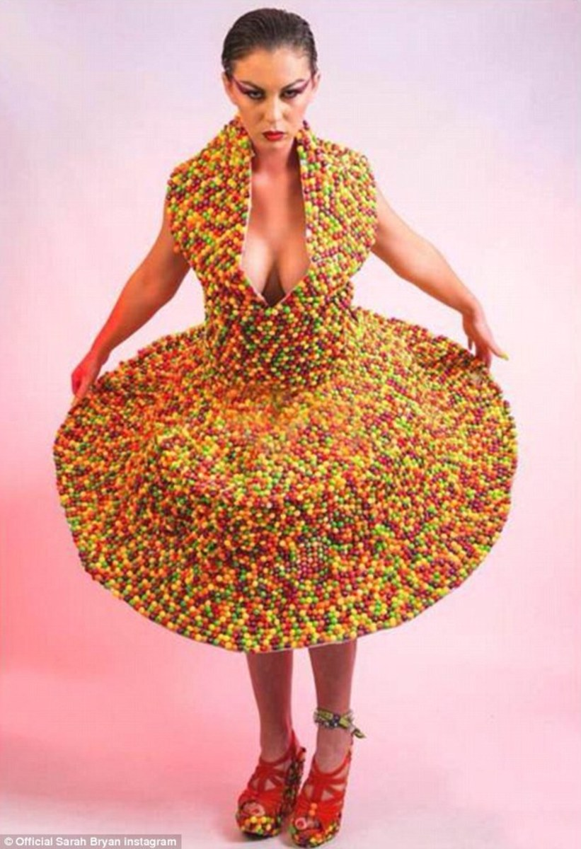 3297F6BB00000578-3511371-Taste_the_Rainbow_Sarah_in_her_dress_made_with_3_000_skittles_co-m-30_1459096393974